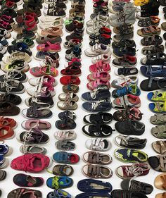 ai weiwei fills NY gallery with thousands of garments gathered from refugee camps