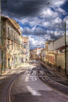 http://breathtakingdestinations.tumblr.com/post/94241919358/lisbon-portugal-von-paulu