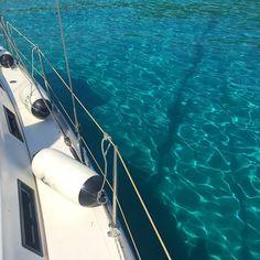 Un tuffo dove l'acqua è più blu niente di più   . . . . . . #acquacristallina #vitadabarca #sailboating #sailboatlife #sailboatlove #crystalclearwater #navy #zakinthos #kefaloniaisland #ionianislands #veleggiando #meganisi #iggreekislands #greekislands #parabordi #acquacomepiscina #marecomepiscina #lestatestafinendo #missinggreece