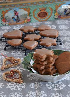 Galletas de miel, cacao y especias navideñas. Receta de Navidad Brownie Cookies, Cake Cookies, Sugar Cookies, Sugar Cookie Recipe With Royal Icing, Icing Recipe, Christmas Pudding, Sweets Cake, Christmas Cupcakes, Happy Foods
