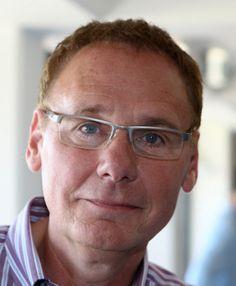 Jan de Hoop 18-12-1954  Nederlands televisiepresentator. Hij is vooral bekend als presentator van het RTL Ontbijtnieuws, het beroep waarin hij nog steeds werkzaam is.