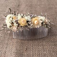 Dried flower hair comb by Sophie and Luna London Www.sophieandluna.com #sophieandluna #bridalheadpiece #bridalaccessory #bridalhaircomb #flowercomb #boho #bohemian #vintageaccessory #flowerhead