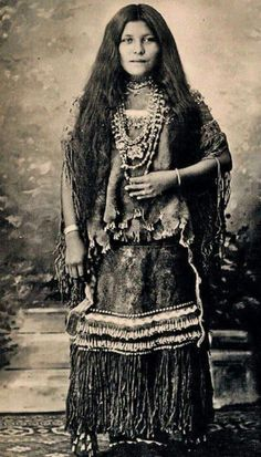Isabelle Perico, from the Apache Indian Women Photo Gallery Apache Indian, Apache Native American, Native American Girls, Native American Beauty, Native American Photos, Native American History, Native Indian, American Indians, American Symbols