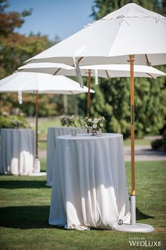 20 Perfect Wedding Cocktail Table Decoration Ideas for Your Big Day - Oh Best Day Ever outdoor wedding cocktail table ideas Decoration Cocktail, Cocktail Table Decor, Cocktail Tables, Cocktail Wedding Reception, Outdoor Cocktail Party, Wedding Lounge, Table Wedding, Wedding Stage, Wedding Signs