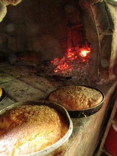 Torta de yema hecha en horno de leña, pan dulce tipico de Semana Santa. Easter dish. Photo by: Ana Silva