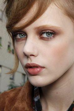 comment se maquiller les yeux, grands yeux bleus, comment les maquiller