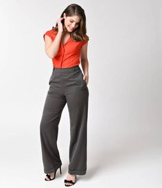 Time to get to work, darling! A pair of compliment-making slacks in a vintage 1940s style, fresh from Banned and complete in a lightweight woven construction. A thin waistband rests easily at the natural waist, securing by a hidden side zipper with remova