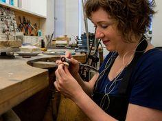 Laat een sieraad naar wens maken bij Mirte edelsmederij. Gespecialiseerd in persoonlijke ontwerpen.