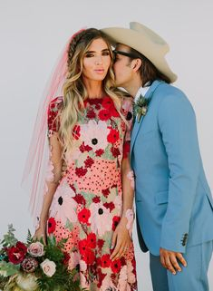 Desert wedding with a pink floral dress - 100 Layer Cake Space Wedding, Boho Wedding, Wedding Unique, Hair Wedding, Dress Wedding, Floral Wedding, Steam Punk, Wedding Fotos, Joshua Tree Wedding