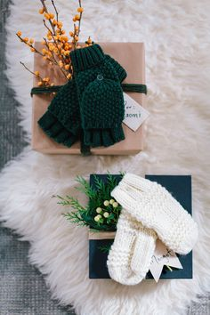Top your presents with cozy mittens! Christmas Tunes, Christmas Mood, Little Christmas, All Things Christmas, Noel Christmas, Christmas Crafts, Christmas Decorations, Wrapping Presents, Wrapping Ideas