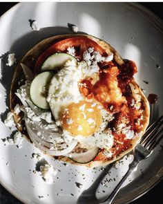 Start your day 🌄with a gorgeous breakfast pita. @uncomplicatedchef loaded up one of our pitas with harissa sauce, and slices of tomato, sweet onion and cucumber; a fried egg and a sprinkling of feta and oregano. 😍  📸 : uncomplicatedchef