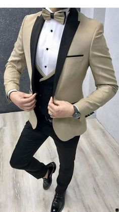 Take a spin on the traditional black tuxedo with this tan textured tuxedo with black pants and Black and tan/gold vest. This will be a perfect outfit for your wedding or prom! Have it custom made by Giorgenti New York! Mens Casual Suits, Dress Suits For Men, Classy Suits, Men Dress, Blazer Outfits Men, Mens Fashion Blazer, Suit Fashion, Wedding Dresses Men Indian, Wedding Suits
