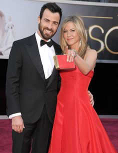Jennifer Aniston (and her stunning ring!) with Justin at the #Oscars | Click through to see more of the 100 best photos from Oscar night!
