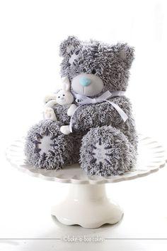 Muy buenos días!    Cuando vi a este precioso y dulce oso, me costó creer que fuese una tarta!!     Es tan tierno, tiene tantos detalles... ...