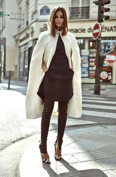 Christine Centenera street style in a Burberry cape, Phillip Lim dress, Bassike pants, and Celine shoes. Street Style Chic, Looks Street Style, Looks Style, Style Work, Mode Style, Look Fashion, Winter Fashion, Womens Fashion, Fashion Trends