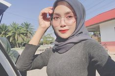 "𝑺𝑯𝑬𝑬𝑿𝑰𝑵 𝑹𝑶𝑺𝑬 ( 𝓢𝓡 ) 🇲🇾 di Instagram ""Pening kepala biasa kena buat apa? 🌚"" Rose, Instagram, Fashion, Moda, Pink, Fashion Styles, Roses, Fashion Illustrations"
