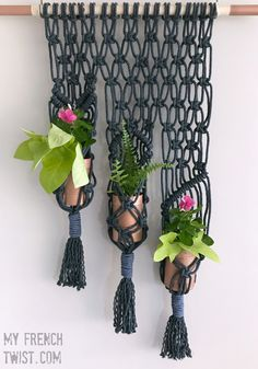 macrame planter tutorial - My French TwistI have a friend who is, without a doubt, the best stepmom in the world. She keeps her children involved in wholesome activities all … More macrame planter tutorialmodern DIY tutorials weekly - 52 acts of cr Macrame Art, Macrame Projects, Macrame Knots, Diy Projects, Macrame Square Knot, Macrame Design, Art Macramé, Mason Jar Planter, Mason Jars