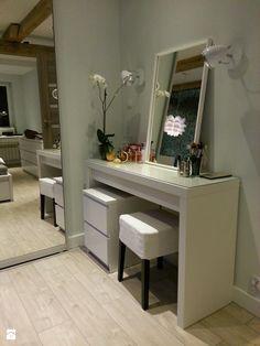 Toaletka IKEA http://www.ikea.com/pl/pl/catalog/products/10203610/