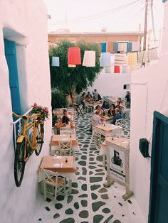Since Naxos is an island known for its organic food scene, you must be wondering where to go for a truly fantastic meal. Greece Itinerary, Greece Travel, Greece Destinations, Greece Trip, Naxos Greece, Greece Food, Athens City, European City Breaks, Greece Photography