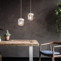 Acorn pendel från Vita, formgiven av Jacob Rudbeck. En modern lampa i smakfull design som påminner o...