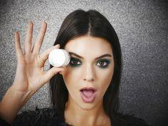Lesd el Kendall Jenner füstös szemsminkjének lépéseit! - Íme, Kendall Jenner titka a bravúros füstös szemekhez, ami biztos, hogy neked is sikerül!