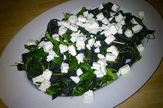 Sprawdzony przepis na tagliolini, czyli czarny makaron z rukolą i fetą.