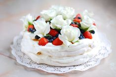 Pavlova Cake, Mini Pavlova, Best Cookie Recipes, Cake Recipes, Dessert Recipes, My Dessert, Sweet Desserts, High Tea, Cupcake Cakes