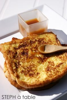 Brioche perdue caramel au beurre salé kill me please Pain Perdu Caramel, Sweet Recipes, Cake Recipes, My Favorite Food, Favorite Recipes, Classic French Dishes, Good Food, Yummy Food, Food Obsession