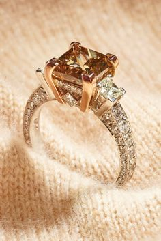A perfect ring topped with a perfect chocolate diamond! Chocolate Diamond Wedding Rings, Chocolate Rings, Rings With Meaning, Brown Rings, Vintage Gold Rings, Unique Diamond Engagement Rings, High Jewelry, Jewellery, Jewelry Trends