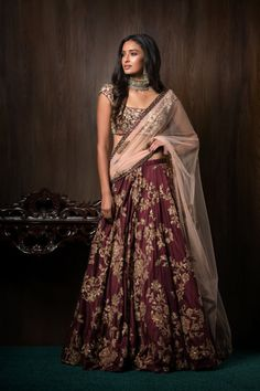 The most unique & gorgeous lehenga dupatta draping styles that'll amp up your entire wedding look. Learn how to drape lehenga dupatta in different styles. Easy and simple ways to drap a lehenga dupatta to look more stylish. Indian Groom Wear, Indian Bridal Wear, Indian Wedding Outfits, Indian Attire, Indian Outfits, Indian Clothes, Wedding Dresses, Indian Weddings, Indian Wear