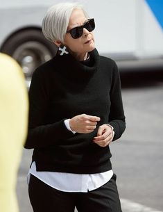 Best Clothing Styles For Women Over 50 - Fashion Trends Mature Fashion, Fashion Over 50, Fashion Top, Fashion Clothes, Fashion Boots, Korean Fashion, Fashion Dresses, Cool Short Hairstyles, Short Hair Styles