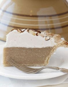 9 of the Best Cream Pie Recipes You'll Ever Taste Butterscotch Pie Holiday Pies, Holiday Desserts, Easy Desserts, Delicious Desserts, Yummy Food, Christmas Pies, Healthy Food, Butterscotch Pie, Southern Cooking Recipes