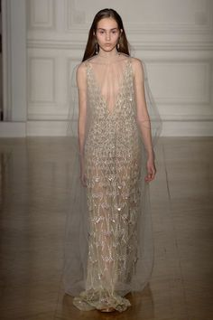 The complete Valentino Spring 2017 Couture fashion show now on Vogue Runway. Valentino Couture, Valentino 2017, Valentino Bridal, Valentino Black, Valentino Rossi, Fashion Week, Fashion 2017, Runway Fashion, Fashion Show