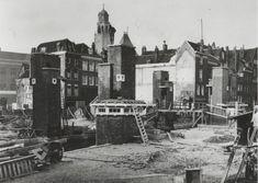 De bouw van de Meentbrug over de Delftsevaart in verband met de verlenging van de Meent, 1928.  De Meent kan men identificeren met de in 1385 genoemde 'der Stede wech' en met de 'Poortweg', waarvan in 1404 sprake is. De naam Meent als straatnaam treft men niet aan voor de tweede helft van de 16de eeuw. Aangenomen kan worden dat aan deze straatnaam de betekenis 'gemeene weide' ten grondslag lag.