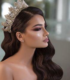 Bridal Makeup Looks, Bride Makeup, Wedding Hair And Makeup, Quince Hairstyles, Bride Hairstyles, Wedding Hairstyles With Crown, Beauty Makeup, Hair Makeup, Hair Beauty