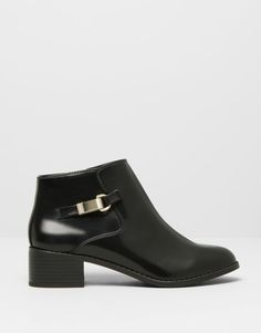 :ANKLE BOOTS WITH APPLIQUÉ DETAIL