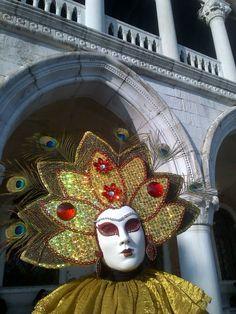 Fotografía: Guía Jesús Balsa - Carnaval de Venecia Captain Hat, Hats, Carnival Of Venice, Mascaras, Costumes, Hat, Hipster Hat