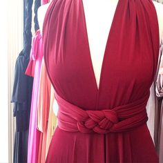 Wine ballgown Celtic knot = We love finding news ways to tie our dresses. The possibilities are endless! Infinity Dress Ways To Wear, Infinity Dress Styles, Infinity Dress Bridesmaid, Long Bridesmaid Dresses, Prom Dresses, Twobirds Bridesmaid, Infinity Dress Tutorial, Vestido Convertible, Dress Outfits