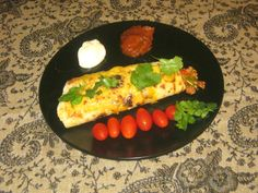 Mexican Beef Burrito with tomatoes, coriander, sour cream and tomato chutney Mexican Burritos, Tomato Chutney, Mexican Food Recipes, Ethnic Recipes, Coriander, Sour Cream, Tomatoes, Tacos, Beef