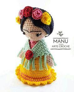 Schöne Croche Puppe Frida Kahlo Es wurde in Linie imigurumi alg Crochet Doll Pattern, Crochet Patterns Amigurumi, Amigurumi Doll, Cute Crochet, Crochet Crafts, Crochet Projects, Knitted Dolls, Crochet Dolls, Crochet Octopus