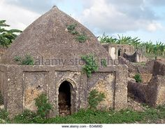 The century tomb of Mwenya Bunu among ruins on the outskirts of modern Pate Village. Mombasa, Somali, 17th Century, Kenya, Places To Go, Stock Photos, Island, Explore, Architecture