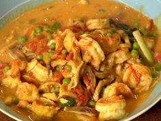Curried Shrimp  1 lb shrimp peeled ¼ cup green onion chopped 3 tbsp butter or olive oil 3 tsp flour ¼ tsp salt Dash pepper 1-2 tsp curry powder 1/4 tsp fresh ginger grated 2 cups unsweetened coconut milk Saute shrimp in butter without turning to caramelize, remove. Add onion, cooking until tender, blend in flour and seasons, slowly add coconut milk, cook until thick stir constantly, add shrimp heat through. Serve with steamed rice.