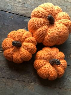 Hand knitted pumpkins, knitted using cotton yarn, three colors to choose from Single Crochet Stitch, Basic Crochet Stitches, Crochet Basics, Crochet Bows, Crochet Yarn, Finger Crochet, Yarn Thread, How To Start Knitting, How To Make Bows