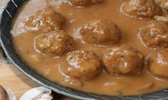 La seule et unique façon de les cuisiner! The one and only way to cook them! Canadian Cuisine, Canadian Food, Canadian Dishes, Canadian Recipes, Pork Recipes, Slow Cooker Recipes, Cooking Recipes, Meatloaf Recipes, Meatball Recipes