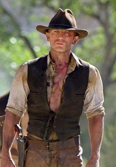 Daniel Craig makes a darn good cowboy! Move over James Bond. Cowboys & Aliens, Cowboys Vs, Cowboys And Indians, Rachel Weisz, Craig Harrison, Harrison Ford, Film Cowboy, Cowboy Art, Cowboy Town