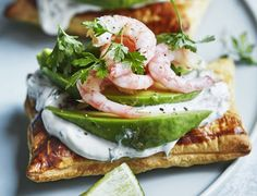 Små butterdejstærter med avocado og rejer - Welcome to our website, We hope you are satisfied with the content we offer. Tapas Recipes, Fish Recipes, Quick Recipes, Healthy Recipes, Danish Food, Halloumi, Yummy Eats, Food Menu, Clean Eating Snacks
