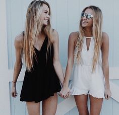 Squad Goals :: Soul Sisters :: Girl Friends :: Best Friends :: Free your Wild :: See more Untamed Friendship Inspiration (Best Friend Pictures) Hipster Grunge, Best Friend Pictures, Bff Pictures, Family Pictures, Best Friend Fotos, Short Blanc, Summer Outfits, Cute Outfits, Dress Summer
