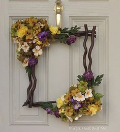 10 Fresh and Beautiful Spring Wreath Decor Ideas Christmas Mesh Wreaths, Deco Mesh Wreaths, Easter Wreaths, Door Wreaths, Floral Wreaths, Fall Wreaths, Christmas Crafts, Diy Spring Wreath, Spring Crafts
