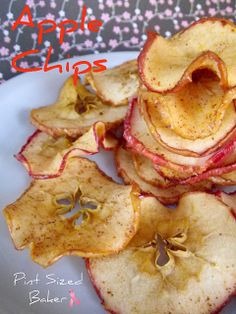 Homemade Apple Chips from Pint Sized Baker. Perfect for school lunches or afternoon snacks. Yummy Healthy Snacks, Yummy Treats, Snack Recipes, Yummy Food, Healthy Recipes, Healthy Eating, Healthy Kids, Clean Eating, Food Porn