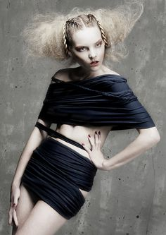 Hilda Santalucia By Hair Expo - Avant-Garde Hair Designs Crazy Hair, Big Hair, Messy Hair, Creative Hairstyles, Up Hairstyles, Photoshoot Inspiration, Hair Inspiration, Hair Expo, Avant Garde Hair